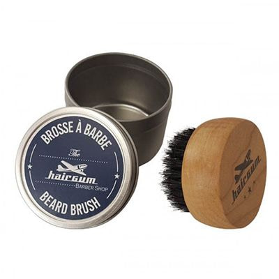 Hairgumi habemehari on valmistatud puidust ja metssea harjastest